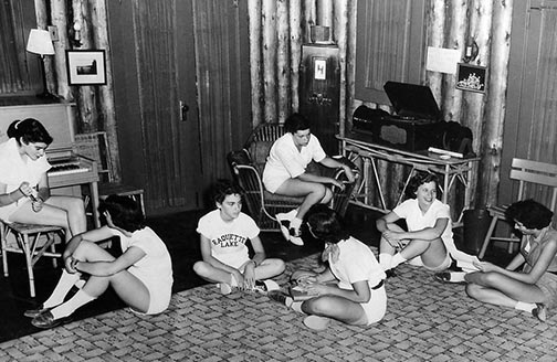 1950's girls listening to records