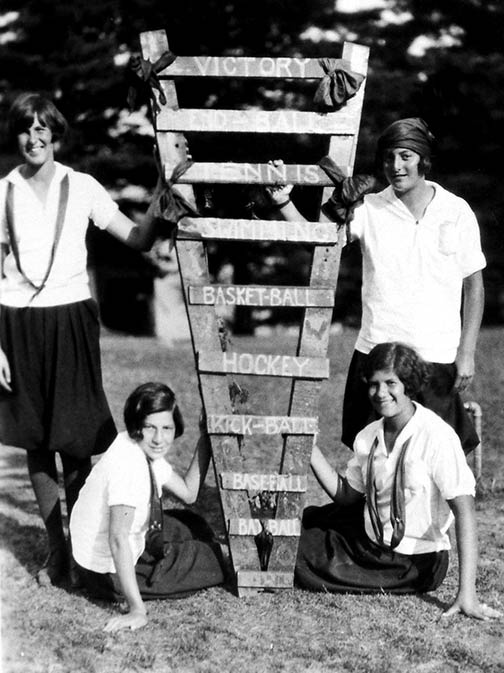 1920's Girls Victory Sign